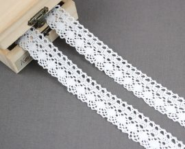 Fehér (25 mm) horgolt csipke